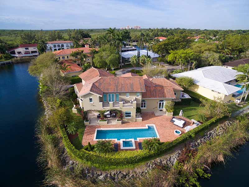 This is an image of a home for sale in Lighthouse Point Florida by Jimmy Middleton of YourRealEstateRescue.com